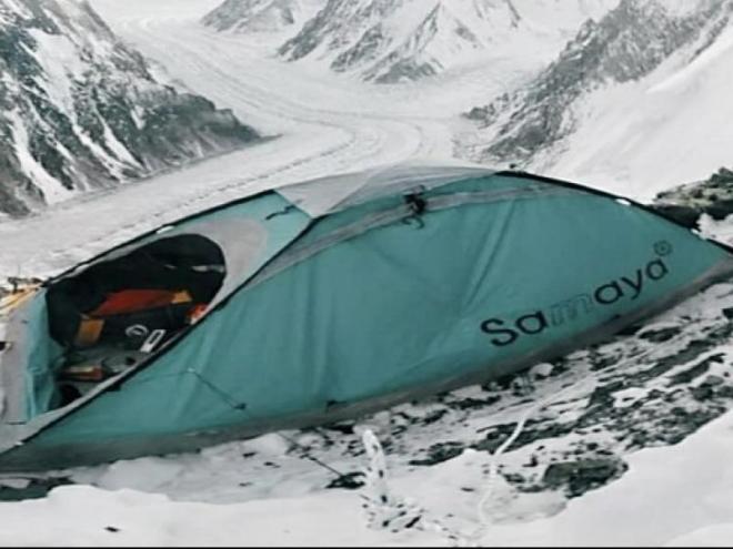 L'última imatge de la tenda de Mingote al K2.