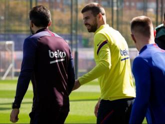 Gerard Piqué amb Eder Sarabia, en l'etapa al Barça