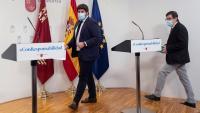 El president de la Comunitat de Múrcia Fernando López Miras i el conseller de Salut Manuel Villegas