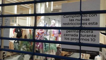 Un dels comerços de Barcelona tancat el cap de setmana per les restriccions contra la pandèmia