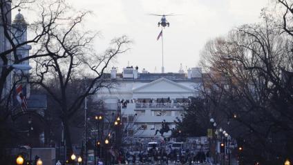 """Trump abandona la Casa Blanca en l'helicòpter oficial camí de Florida: """"Ens tornarem a veure aviat"""""""