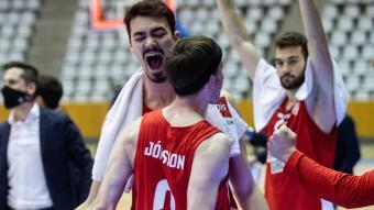 Kári Jónsson i Cosialls celebrant un triple.