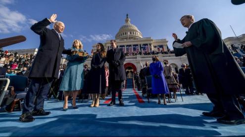 El president dels Estats Units, jurant el càrrec en un acte a Washington