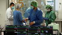 Sanitaris a l'UCI de l'Hospital Universitari de Bellvitge per a pacidents covid