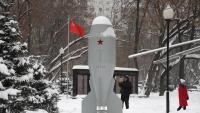 Monument a la primera bomba de la Unió Soviètica, a la plaça Fedora Poletaieva, a Moscou