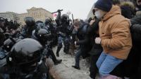 La policia va carregar amb força contra els manifestants pacífics, que denuncien la repressió i la corrupció del govern