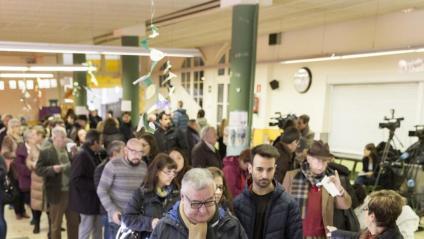 Els protocols d'adequació dels col·legis electorals volen evitar aglomeracions,  com aquesta del  21-D del 2017 a Barcelona
