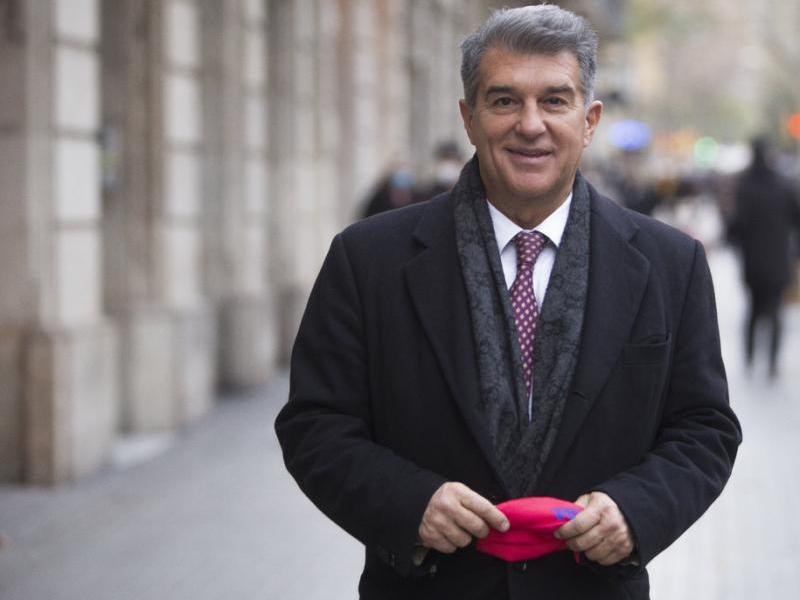 Joan Laporta, en una sessió per L'Esportiu, davant la seu electoral Joan Laporta, en una sessió per L'Esportiu, davant la seu electoral