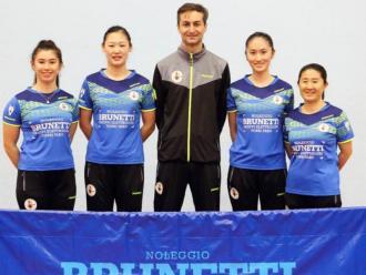 Sofia Xuan Zhang, segona per la dreta, amb el seu equip italià