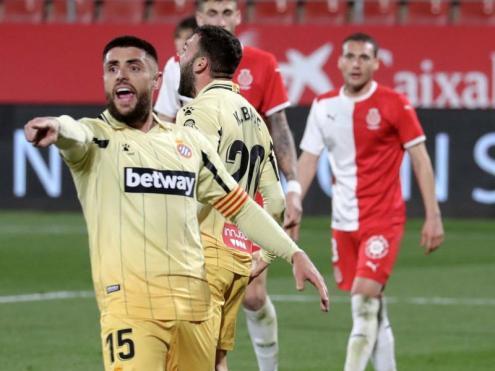 Els jugadors de l'Espanyol es lamenten per una ocasió fallada