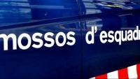 Un detingut i dos policies ferits en els disturbis d'una trentena de persones contra locals comercials a Barcelona