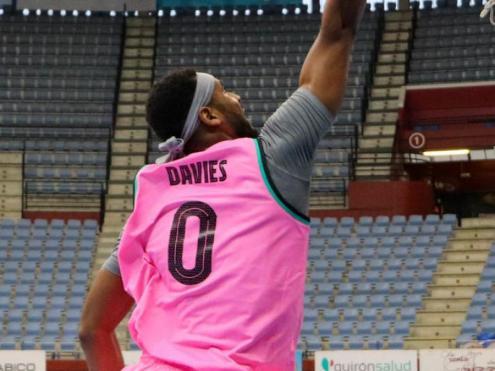 Brandon Davies . amb 18 punts, ha estat el màxim anotador del Barça