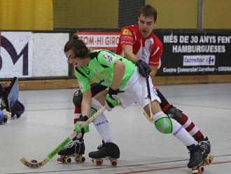 Marc González prova de superar Àlex Grau (Girona) mentre Llaverola s'ho mira