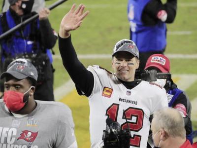 Brady saluda després de la classificació per la Super Bowl