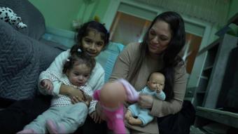 Iliany va arribar de Veneçuela el 2019 amb el seu marit i és mare de dues filles