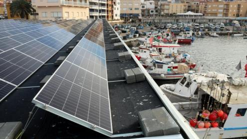 Plaques fotovoltaiques a la Confraria de Pescadors de Palamós