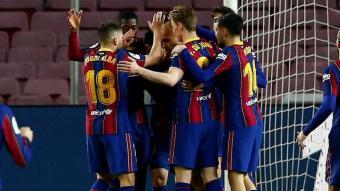 Abraçada general després d'un dels tres gols del Barça