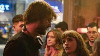 Dani de la Orden parla amb Susana Abaitua i Álvaro Cervantes al rodatge de 'Loco por ella'