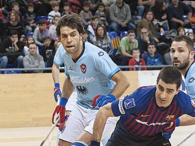 Bargalló, a l'esquerra, marca Gual en el Barça-Oliveirense de la lliga europea del gener del 2019