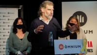 Jordi Cuixart, ahir al migdia, durant la roda de premsa que es va fer a les Cotxeres de Sants de Barcelona amb alguns dels represaliats amb causes obertes