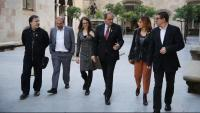 Els cinc professors i acadèmics que van formar la sindicatura de l'1-O, amb el president Torra, el 2018