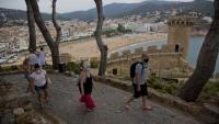 Turistes amb mascareta, l'estiu passat a Tossa de Mar