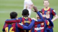 Els jugadors del Barça celebren el gol de Dembélé