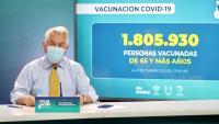 El ministre de Salut xilè, Enrique Paris, presenta les dades de vacunació del seu país en una conferència de premsa a Santiago de Xile