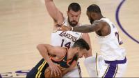 Marc Gasol i LeBron tancant a Curry