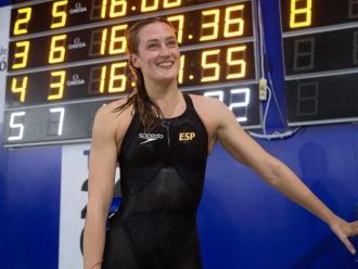 Mireia Belmonte , somrient, quan va assolir la mínima olímpica de 1.500 m el mes de desembre a Castelló