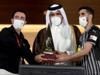 Xavi, amb el títol de la copa de Qatar