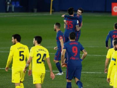 Vrsaljko i Savic s'abracen després del primer gol