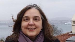 Sussan Tahmasebi viu actualment als Estats Units, des d'on dirigeix Femena.