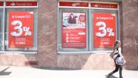 Oficina de Banc Santander al carrer Lepant, cantonada Travessera de Gràcia de Barcelona