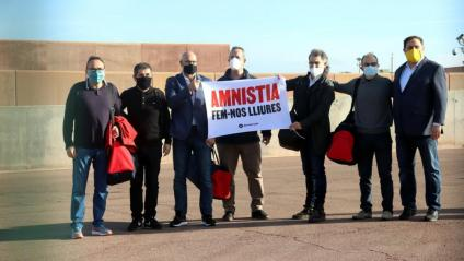 Els set presos polítics, en sortir de la presó de Lledoners en tercer grau, el 29 de gener