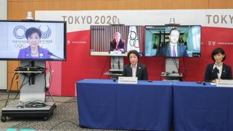 Seiko Hashimoto, en el centre, durant la reunió telemàtica