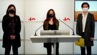 Les representants de Junts, la CUP i ERC, Gemma Geis, Maria Sirvent i Anna Caula, compareixien ahir a la sala de premsa del Parlament