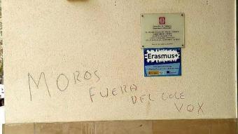 Pintades de contingut racista i xenòfob aparegudes al col·legi Teresa Miquel i Pàmies de Reus