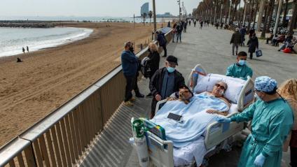 La pacient de Covid va sortir de la unitat de crítics durant una estona