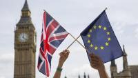 Exhibició d'una bandera britànica i una d'europea , durant un acte al Parlament britànic el juny del 2016