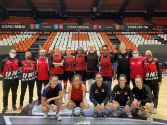 Les jugadores de l'Uni, abans de l'entrenament d'ahir a València.