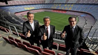 Víctor Font, Joan Laporta i Toni Freixa, a la tercera graderia del Camp Nou en una sessió fotogràfica per a L'Esportiu