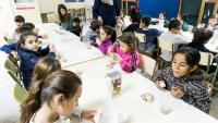 Nens de la campanya de recollida de llet 'Cap nen sense bigoti', impulsada per l'Obra Social de La Caixa
