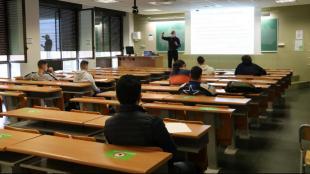 Classe presencial a l'Escola d'Enginyeria de la Universitat Autònoma de Barcelona aquest 8-M