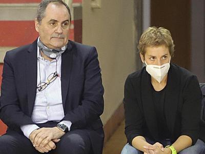 Laura Antoja al costat d'Alfred Julbe en el seu primer partit a Girona aquest curs