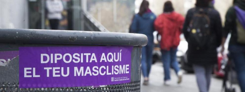 Una passejada feminista va recórrer ahir al matí diferents carrers de Barcelona.