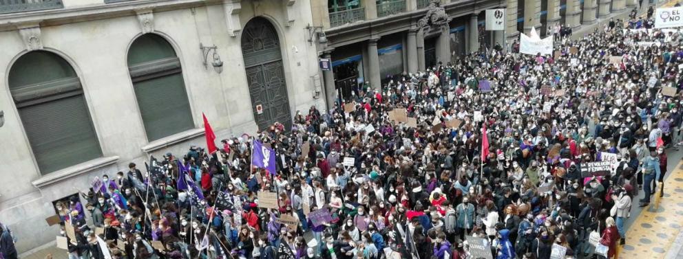 Manifestació d'estudiants per la Via Laietana de Barcelona el 8-M