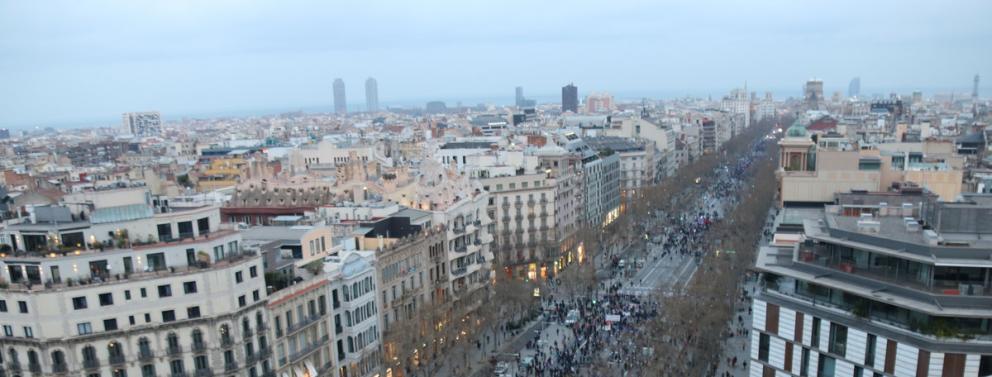 Imatge aèria de la manifestació del 8-M a Barcelona