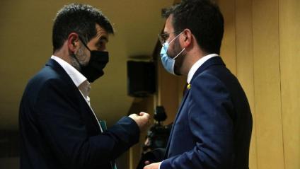 El secretari general de JxCat, Jordi Sànchez, i el vicepresident del Govern i candidat d'ERC, Pere Aragonès