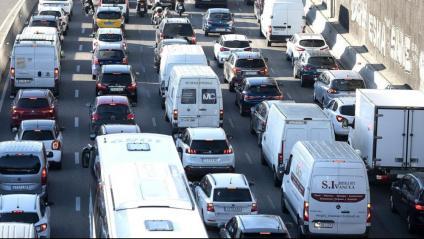 Cotxes als accessos a Barcelona